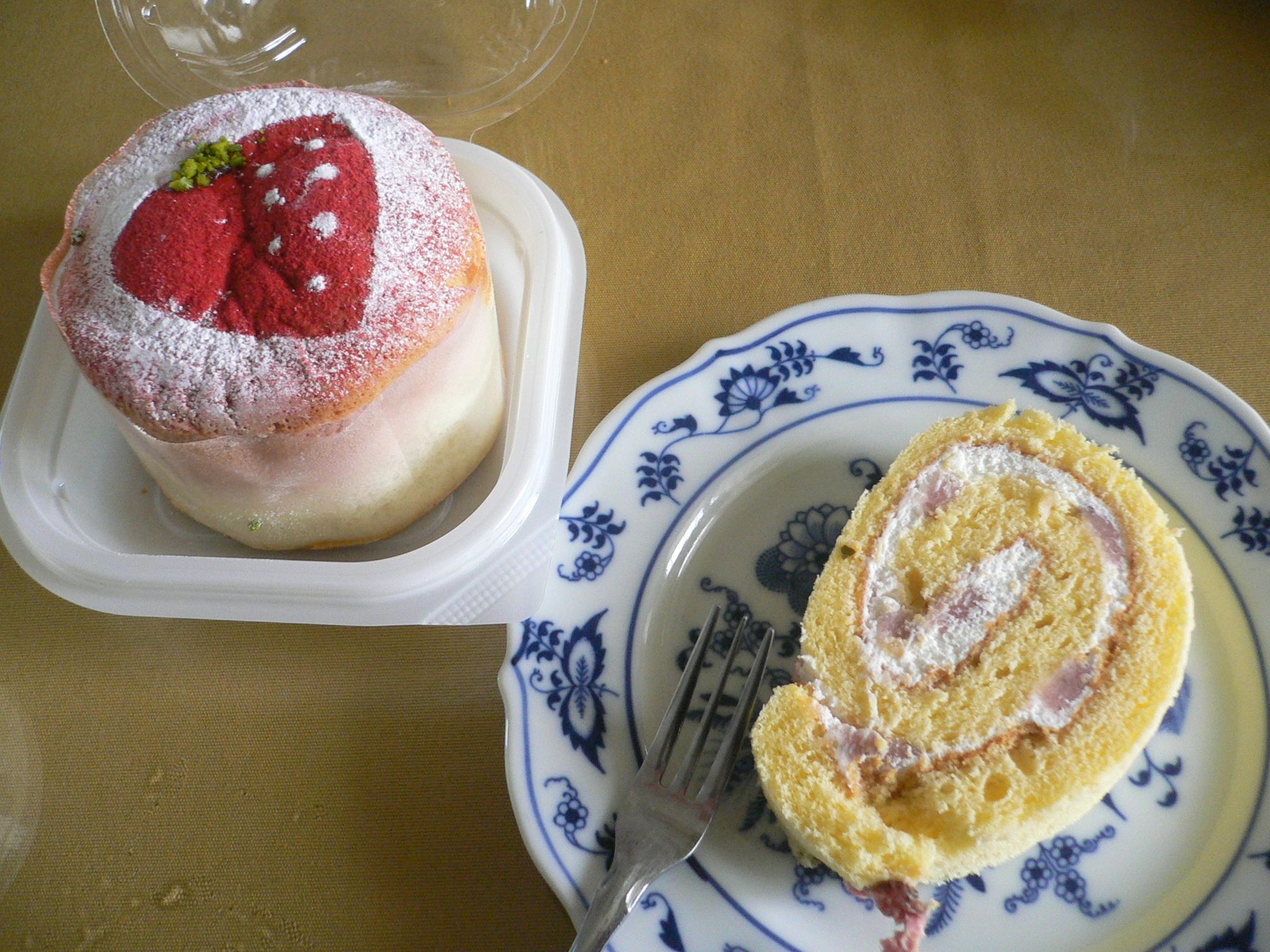 Strawberry Roll Cake Japanese Recipe: Japan 2012: Japanese Bakeries