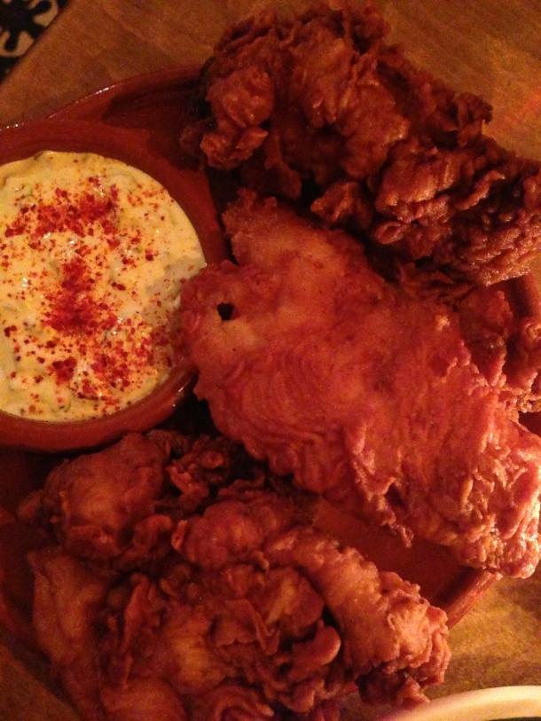 Fried chicken with buttermilk sauce.