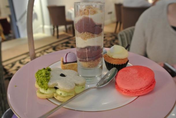 Horseguard - dessert tray