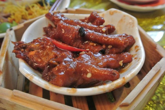 Chicken feet with gluten in Chu-Hou sauce.