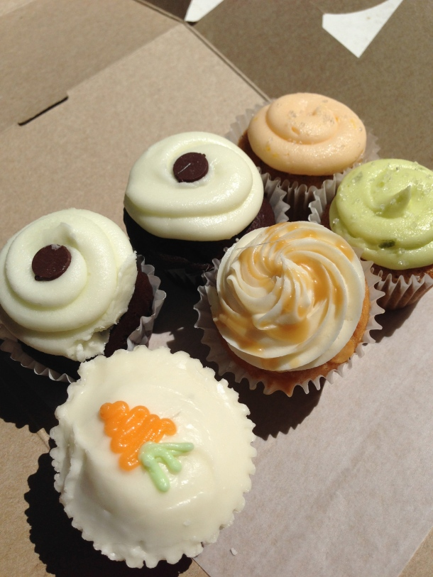 A half dozen order of mini cupcakes.