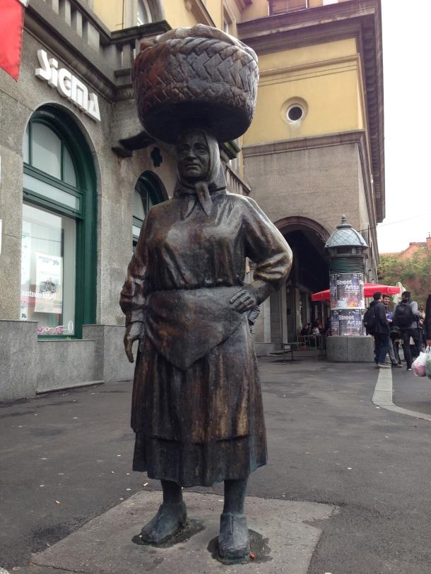 Dolac - woman
